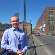 Tamperelainen katusuunnittelija tekee tamperelaista ratikkaa