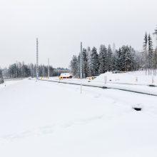 Sähköratapylväitä Hallilan pysäkkialueella tammikuussa 2019. Kuva: Pasi Tiitola
