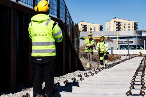 Hervannan valtaväylän varrella raitiotie toteutetaan sepeliratana. Kuva: Pasi Tiitola