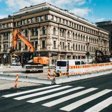 Liikennejärjestelyjä Hämeenkadulla raitiotietöiden edetessä – Hämeensillan jalankulku sillan eteläpuolelle