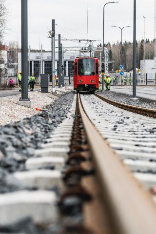 Testivaunu siirtyi katuverkolle 18.3. Kuva Wille Nyyssönen