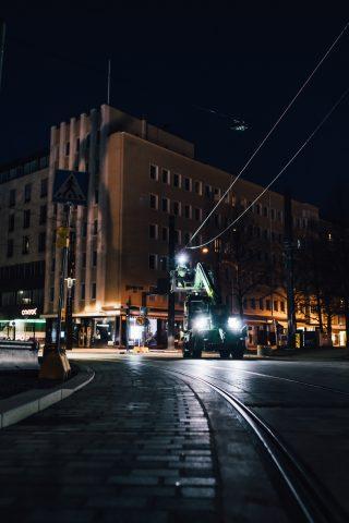 Sähköradan yötöitä Hämeenpuiston kohdalla nostokorista käsin