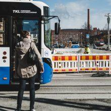 Raitiotietyöt etenevät – suojatie käyttöön Hämeenpuistossa, bussipysäkkijärjestelyjä Keskustorilla