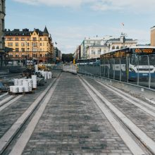 Hämeensillan ajoradan kiveystyöt valmiit – Hämeenkadun liikenne siirretään sekaliikennekaistalle