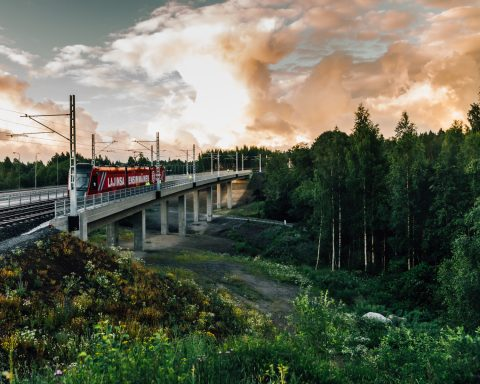 Protovaunu ylittämässä Vuohenojan siltaa. Kuva Wille Nyyssönen.
