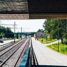 Raitiotie ja Vuohenojan jalankulku- ja pyöräilyväylä. Kuva Wille Nyyssönen.