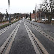 Tekunkadulla liikennejärjestelyjä raitiotien sähköratatöistä