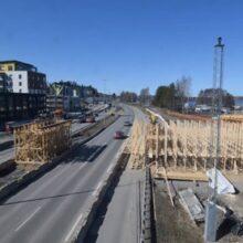 Paasikiventiellä nostellaan sillan ylityspalkkeja ja siirretään liikenteenohjauslaitteistoa – Rantatunnelin sähköiset opasteet pois käytöstä viikon ajan