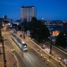 Hatanpään valtatiellä asfaltointeja ja koeajoja samoina öinä – raitiotien ratainfra testataan kattavasti ennen valmistumista